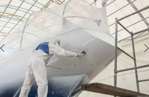 Аналитик рынка Frost & Sullivan говорит, что судостроители и компании, занимающиеся сухим доком, должны работать со специалистами по морским покрытиям, чтобы обеспечить разработку высокоэффективных, экологически устойчивых морских покрытий, которые могут защитить окружающую среду и повысить эффективность использования топлива, для использования в морском секторе. (Фото © Adobe Stock / PiyawatNandeenoparit)