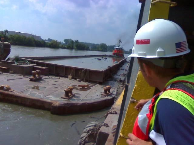 Дноуглубительные работы на реке Изюм, Монро, Мичиган