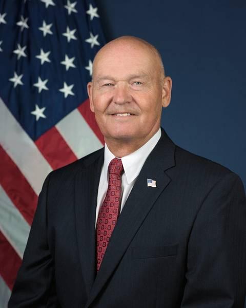 Морской администратор RADM Марк Х. Бузби, USN (Ret.)