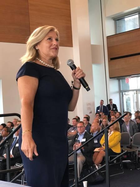 """جوليا بوفي ، مديرة الشؤون الخارجية في Equinor Wind US ، تقدم """"طاقة الرياح البحرية: التخطيط لطاقة المحيطات الأمريكية"""". (الصورة: جريج تراوثوين)"""