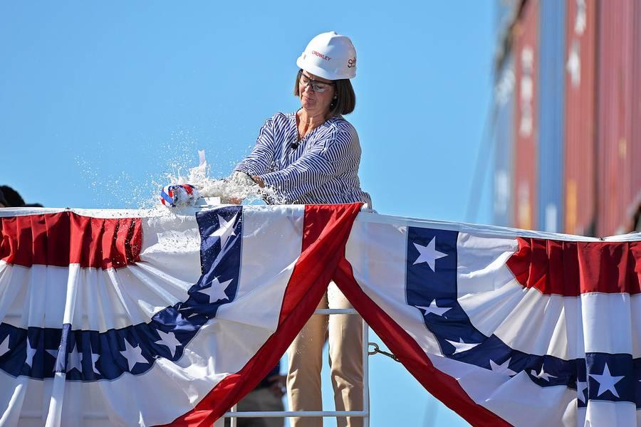 كريستين كراولي تعميد السفينة (الصورة: كرولي)