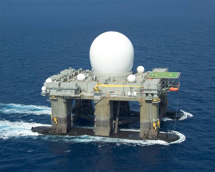 """وفقًا لمشروع SBX ، فإن منصة الحفر النفطي شبه المغمورة ذاتية الحركة المطورة من أجل اختبار الرادار X-Band الرادار (SBX) التابع لحكومة الولايات المتحدة """"كان مشروعًا ضخمًا قمنا به مع شركة Boeing ؛ وهو مشروع مميز بالنسبة لي بسبب لقد ساعد هذا المشروع وحده Glosten على النمو من 40 إلى 65 شخصًا. الصورة: Glosten"""