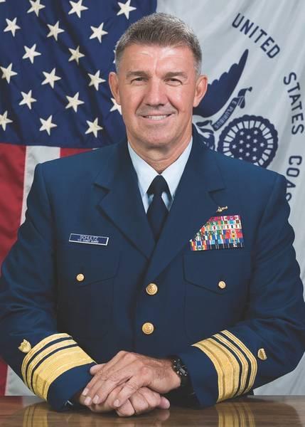 कोस्ट गार्ड के अटलांटिक क्षेत्र के कमांडर यूएससीजी वाइस एडमिरल शूल्त्ज़