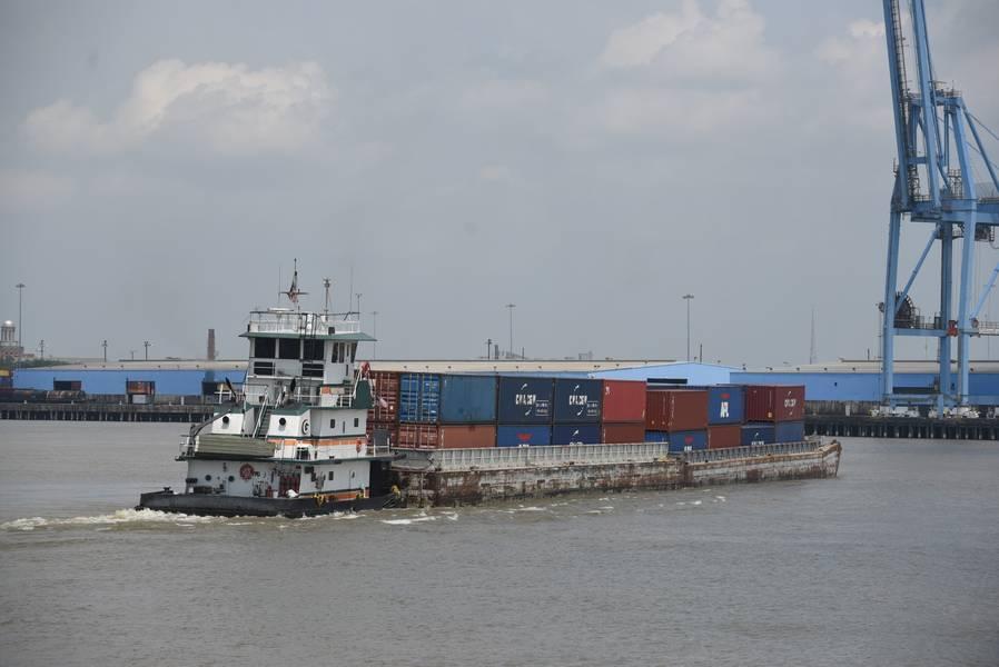 驳船服务上的Baton Rouge-NOLA集装箱/ CREDIT:新奥尔良港