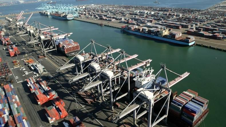 (Порт Лос-Анджелеса, самый загруженный порт страны в TEU и четвертый по величине вместимости.) Кредит: Порт Лос-Анджелеса