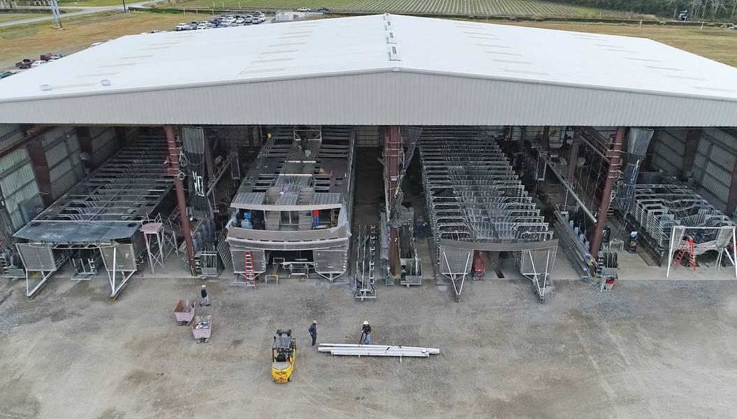 Baías de Construção Franklin. De Stock: Tubarão do metal