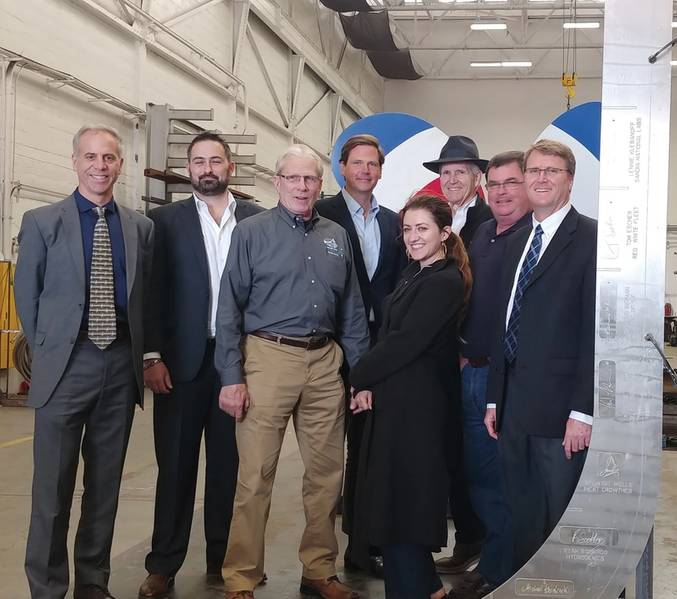 Equipe GGZM na quilha Water-Go-Round cerimônia de colocação. Da esquerda para a direita na imagem: Capitão Joe Burgard, Co-Fundador); John Motlow, vice-presidente de marketing e estratégia; Charlie Walther; Tyler Foster; Rose Dawydiak-Rapagnani; Thomas Escher, co-fundador); e Dan Johnson. Crédito da foto GGZM.