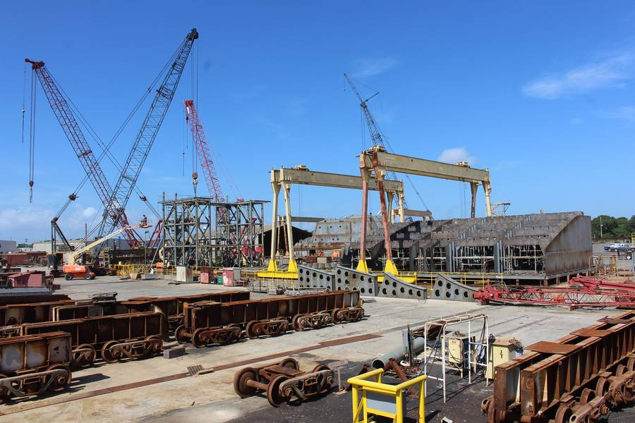 Múltiples proyectos: de izquierda a derecha: plataformas de descarga de carga de barcazas Q-LNG; Q-LNG ATB Superestructura de remolcador; Encendedor de personal auxiliar - Barcaza de cuarteles pequeños (APL (S)). Foto: VT Halter