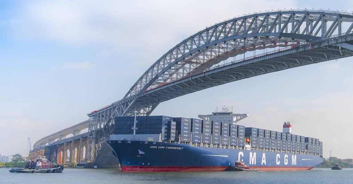 A Ponte Bayonne (O crescimento em parte pode ser atribuído à conclusão, em junho de 2017, do Projeto Navegação Naval de Bayonne Bridge, que elevou a distância sob a ponte de 151 pés a 215 pés, permitindo que os maiores navios de contêineres do mundo passassem por ela e servir terminais portuários em Nova York e Nova Jersey.) Crédito: Port NY / NJ