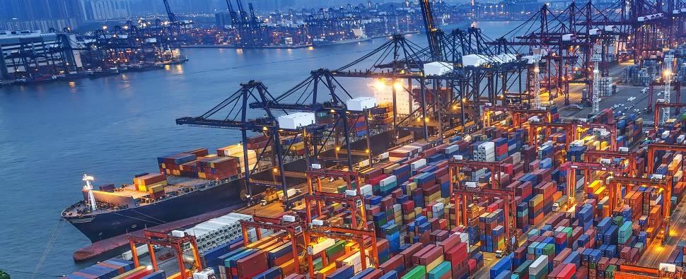 (O Porto da Virgínia estabeleceu um novo recorde anual para o volume de carga de contêineres que movimentou mais de 2,85 milhões de TEUs, no ano civil de 2018.) Porto de crédito da Virgínia