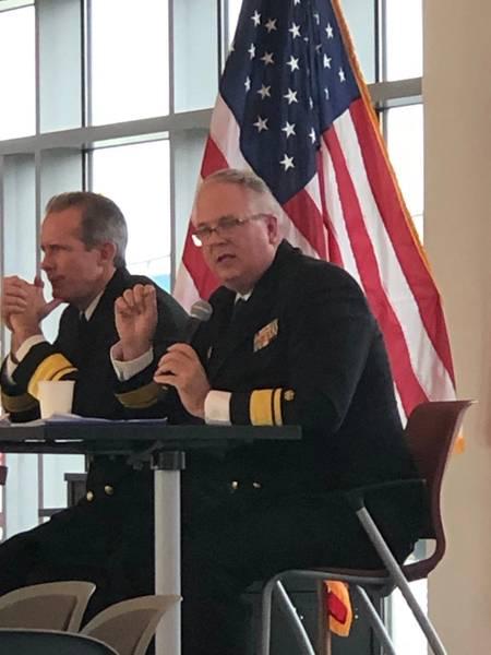 RADM Michael Alfultis, Presidente, SUNY Maritime College (Derecha). Foto: Greg Trauthwein