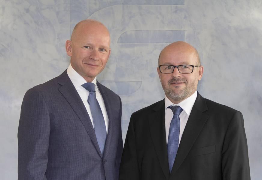 Stefan Kaul como novo CEO e Presidente de Operações Industriais (à direita) e Hans Laheij (à esquerda) que foi nomeado Vice-Presidente e Presidente da Marinha na SCHOT-TEL