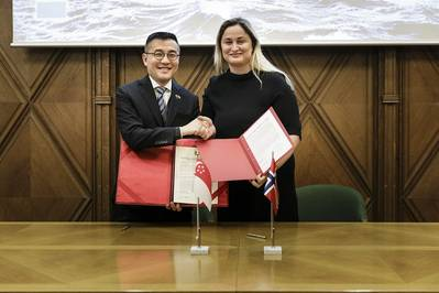 Maritime and Port Authority of Singapore Chief Executive, Andrew Tan, and Norway State Secretary, Ms Dilek Ayahn, at the Joint Statement Signing Ceremony. Photo courtesy of Norwegian Shipowners' Association. Photo MPA