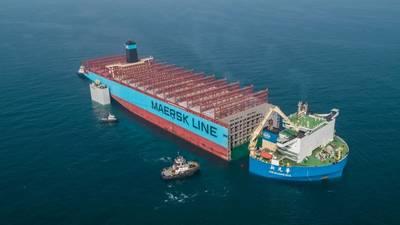 Το ηχητικό τμήμα του πλοίου Maersk Honam, το οποίο επλήγη από μια σοβαρή πυρκαγιά πέρυσι, μεταφέρεται στην Hyundai Heavy Industries Shipyard στη Νότια Κορέα, όπου θα ξαναχτιστεί. Φωτογραφία: Maersk