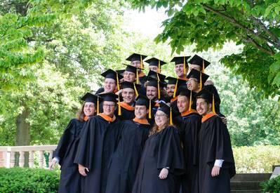 Выпускной класс Института WEBB в 2018 году (CREDIT: WEBB Institute)