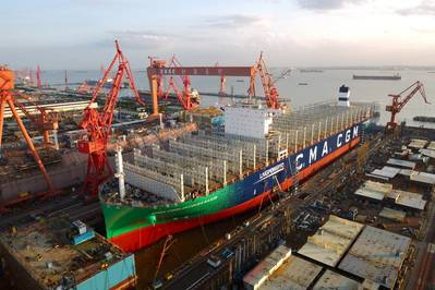 تم إطلاق جاك سادي ، الذي يبلغ طوله 400 متر وطوله 23000 حاوية نمطية ، CGM جاك سادي في حوض شنغهاي جيانغنان - تشانغشينغ للسفن. ستكون أكبر سفينة حاويات في العالم تعمل بوقود الغاز الطبيعي المسال. (الصورة: CMA CGM)