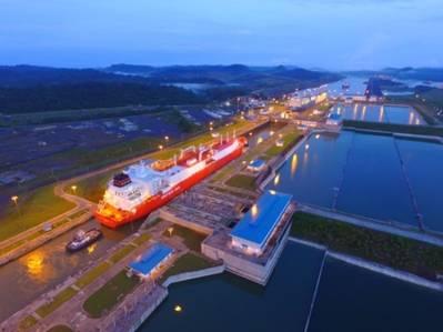 نقلت قناة بنما أربع سفن للغاز الطبيعي المسال في يوم واحد ، لتكون أول سفينة في المجرى المائي. (الصورة: هيئة قناة بنما)