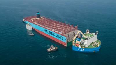 يتم نقل الجزء الصوتي من السفينة مايرسك هونام ، التي أصيبت بنيران خطيرة العام الماضي ، إلى شركة هيونداي للصناعات الثقيلة لبناء السفن في كوريا الجنوبية ، حيث سيتم إعادة بنائها. الصورة: ميرسك