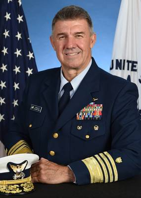 カール・シュルツ提督–米国沿岸警備隊司令官。写真:米国沿岸警備隊