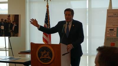 ファイル画像:カリフォルニア海事アカデミーでの最近のスピーチで議会議員ジョンGaramendi。