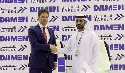 从左到右:Pascal Slingerland(区域销售总监,Damen造船厂集团),Adil Ahmed Banihammad船长(Safeen首席海事服务官)。照片:Damen Shipyards Group