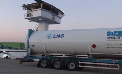 鹿特丹港口的液化天然气加注加油卡车(信贷:鹿特丹港)
