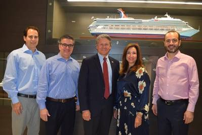 Desde la izquierda: Carnival Corporation VP Port and Destination Development David Candib, Carnival Cruise Line EVP Professional Services James Heaney, Canaveral Port Authority Port Director y CEO Capt. John Murray, Carnival Cruise Line Christine Duffy, y Carnival Cruise Line COO Gus Antorcha. (Foto: Carnival Cruise Line)