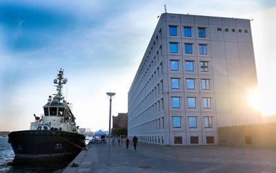 Svitzer remolcador Hermod fuera de la sede de Maersk en Esplanaden en Copenhague, Dinamarca. Editorial: Línea de Maersk