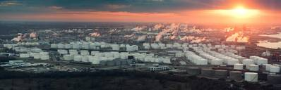 Vista aérea do complexo de refinaria de houston (CREDIT: AdobeStock / © Irina K)
