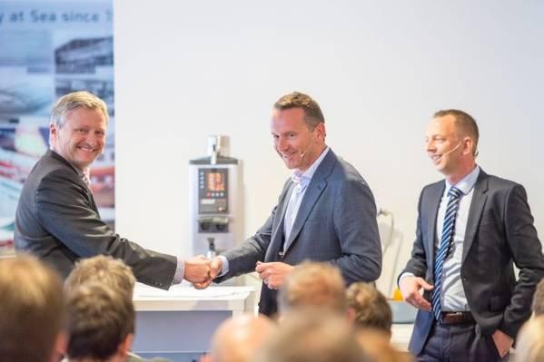 Morten Blix (Herkules) shaking hands with Herbert Ortner (CEO,Palfinger) and Styrk Bekkenes (CEO, Harding Safety) in the background (Photo: Harding Group)