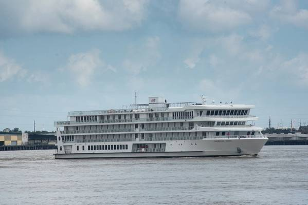 Το αμερικανικό τραγούδι, το πρώτο μοντέρνο ποταμόπλοιο στις ΗΠΑ, φτάνει στο Λιμάνι της Νέας Ορλεάνης ημέρες πριν κάνει την εναρκτήρια κρουαζιέρα του. (Φωτογραφία: λιμάνι της Νέας Ορλεάνης)