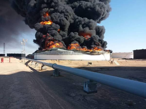 В понедельник Национальная нефтяная корпорация подтвердила потерю резервуаров-хранилищ 2 и 12 на портовом терминале Ras Lanuf (Фото: NOC)