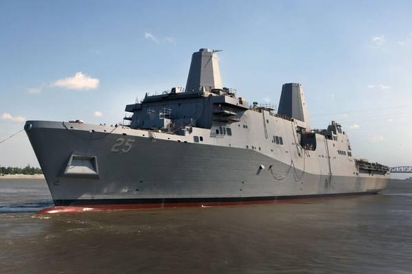 تم إطلاق السفينة USS Somerset (LPD 25) من حوض أفونديل لبناء السفن في عام 2012. وأصبحت السفينة فيما بعد سفينة بحرية نهائية تغادر من حوض السفن ، في فبراير 2014. (الصورة من البحرية الأمريكية لصناعات هنتنغتون إنغلس)