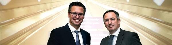 رئيس IACS كنوت أوربيك - نيلسن (يسار) وروبرت أشداون ، أمين عام IACS. الصورة: DNV GL