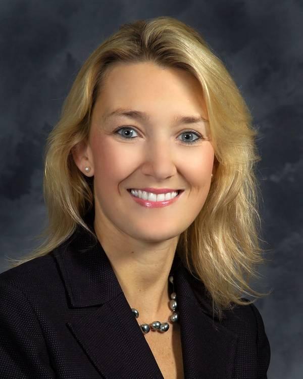 क्रिस्टी थॉमस, अपने न्यूपोर्ट न्यूज़ शिप बिल्डिंग डिवीजन में अनुबंध और मूल्य के उपाध्यक्ष। (फोटो: HII)