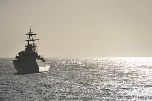 ファイル画像:パトロール中のイギリス海軍軍艦(クレジット:AdobeStock /©Peter Cripps)