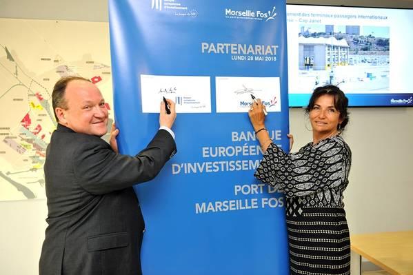 Christine Cabau Woehrel y Ambroise Fayolle firman el acuerdo por 50 millones de euros (Foto: Marseille Fos)