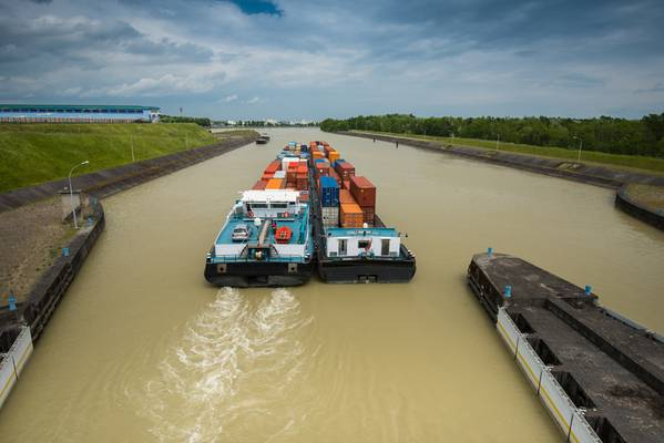 File Image: Eine Binnenschiffbewegung auf der Donau. KREDIT: Adobestock / © digitalstock