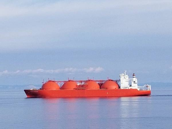 Imagen de archivo: un petrolero LNG completamente cargado transita el Med en esta imagen reciente. Crédito: Robert Murphy