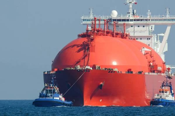 Portador de LNG atípico en ruta para atracar. (Imagen de archivo / Adobestock / © Fotmart