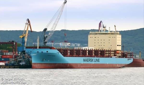 Venta Maerskは、ロシアのウラジオストクで北極航海に先駆けてコンテナを積みます(©Sergei Skriabin / MarineTraffic.com)