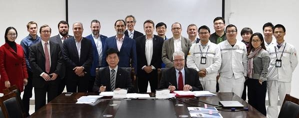 Vertreter von SunStone (Eigentümer), CMHI (Yard), Tillberg (Innenarchitekt), Ulstein Design & Solutions (Schiffskonstrukteur und Ausrüster für Ausrüstungspakete) und Makinen (Innenausstatter). Foto: Ulstein Group ASA