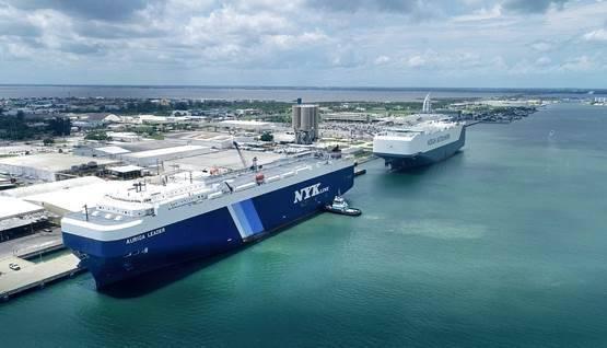 Vista aérea del NYK Auriga Leader y Höegh Trotter atracado en Puerto Cañaveral (Foto: Canaveral Port Authority)