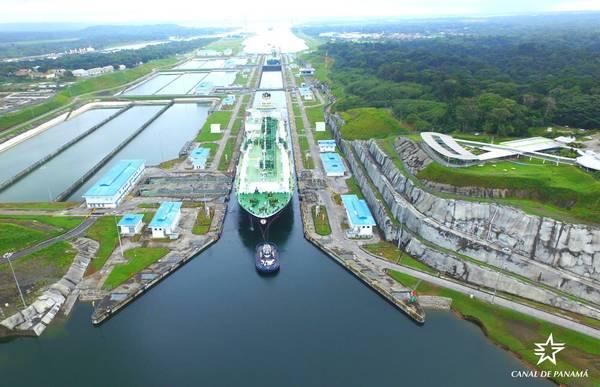 O navio-tanque de GNL Maria Energy completou o trânsito de marcos partindo do Atlântico para o Oceano Pacífico em 29 de julho. (Foto: Autoridade do Canal do Panamá)