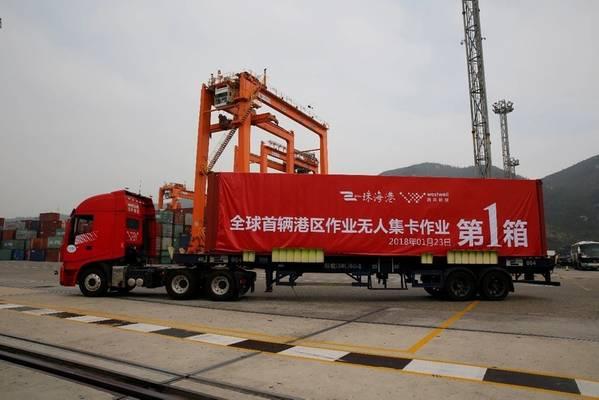 El primer camión contenedor sin conductor del mundo desarrollado por Westwell fue presentado en el puerto chino de Zhuhai a principios de este año. Foto: Westwell