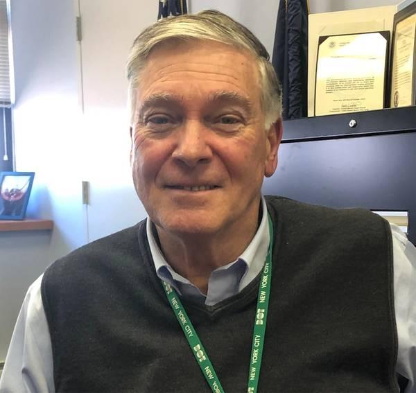 جيمس سي ديسموني ، نائب المفوض ، قسم العبّارات ، إدارة النقل في مدينة نيويورك. الصورة: جريج تراوثوين