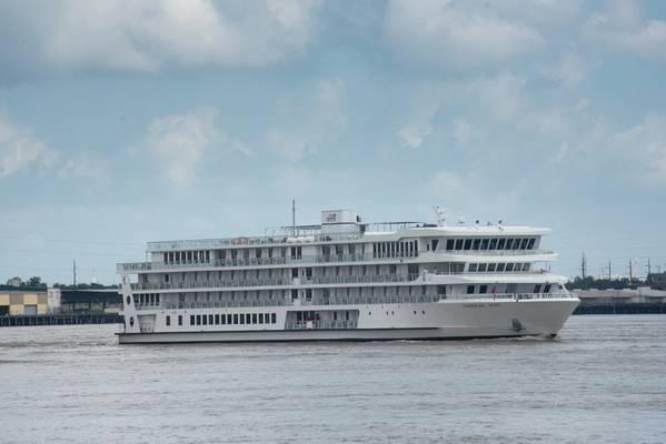 अमेरिकन सॉन्ग, अमेरिका में पहली आधुनिक नदी बोट, उद्घाटन क्रूज बनाने से पहले न्यू ऑरलियन्स के बंदरगाह में पहुंची। (फोटो: न्यू ऑरलियन्स का बंदरगाह)