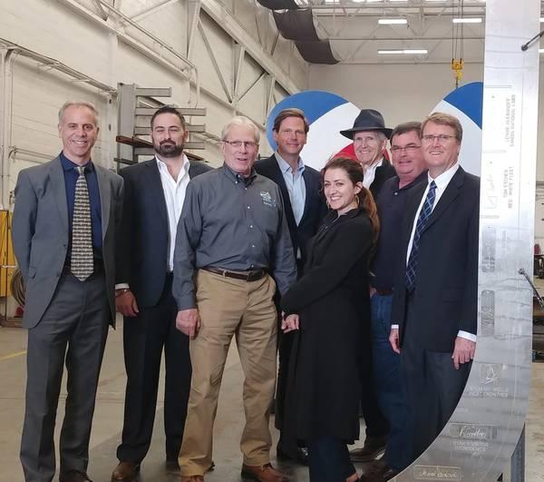 GGZM团队参加Water-Go-Round龙骨奠基仪式。图片中从左到右:联合创始人乔·布尔加德上尉); John Motlow,营销和战略副总裁;查理瓦尔特;泰勒福斯特; Rose Dawydiak-Rapagnani; Thomas Escher,联合创始人);和丹约翰逊。照片来源GGZM。