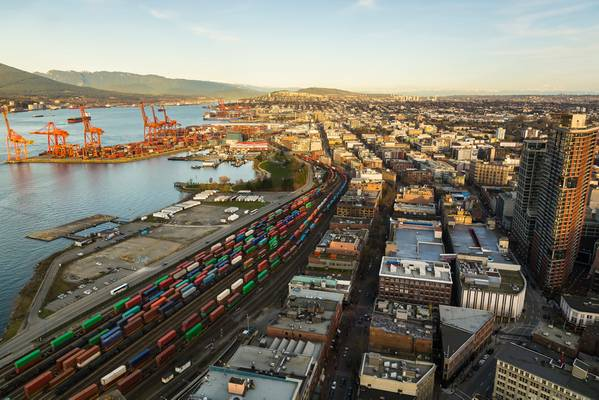 O porto de Vancouver / CREDIT: AdobeStock / © Anne