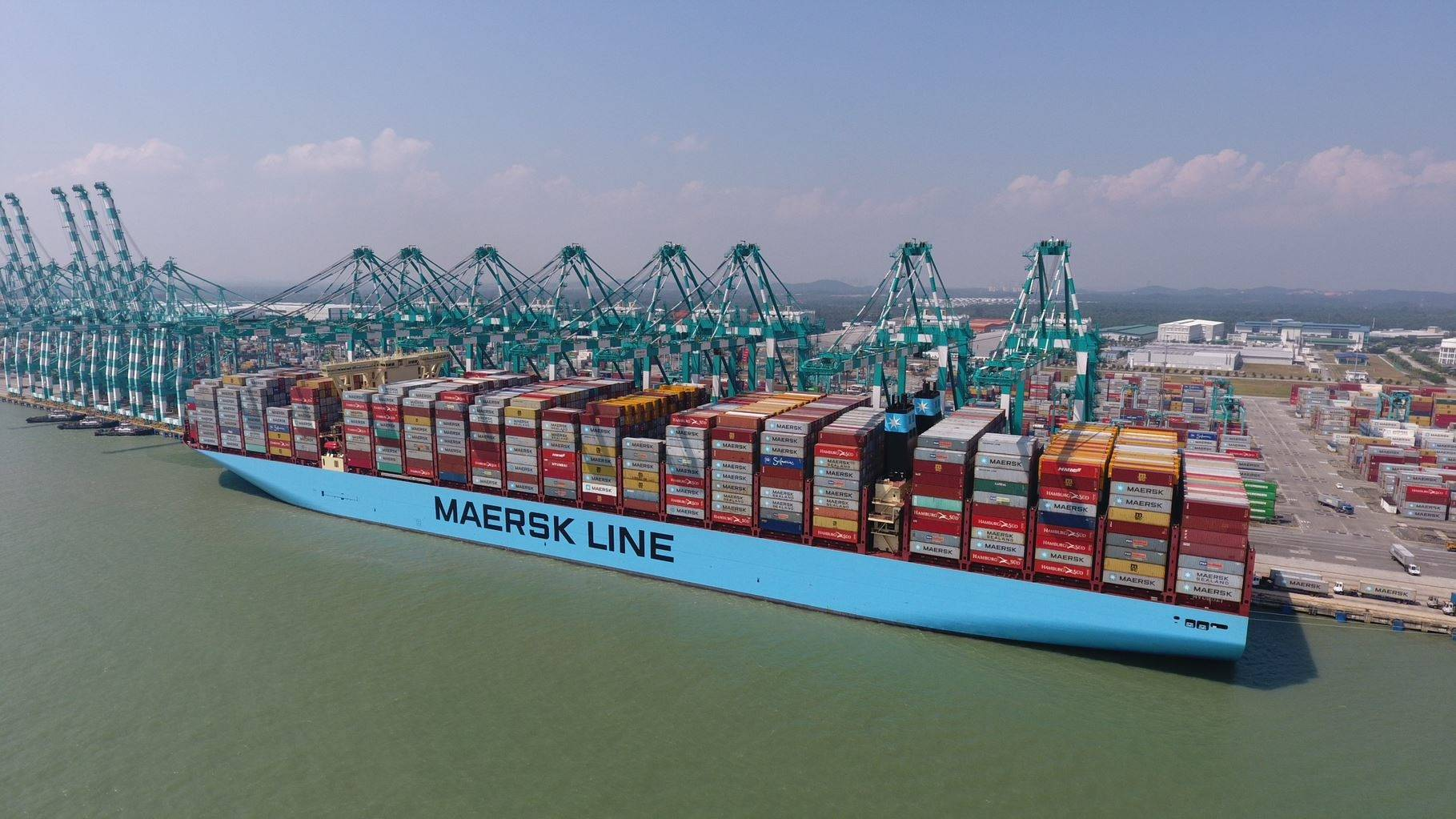 Mumbai Maersk sets world record by loading 19,038 TEUs
